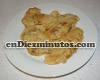 Pechuga de pollo con cebolla y nata